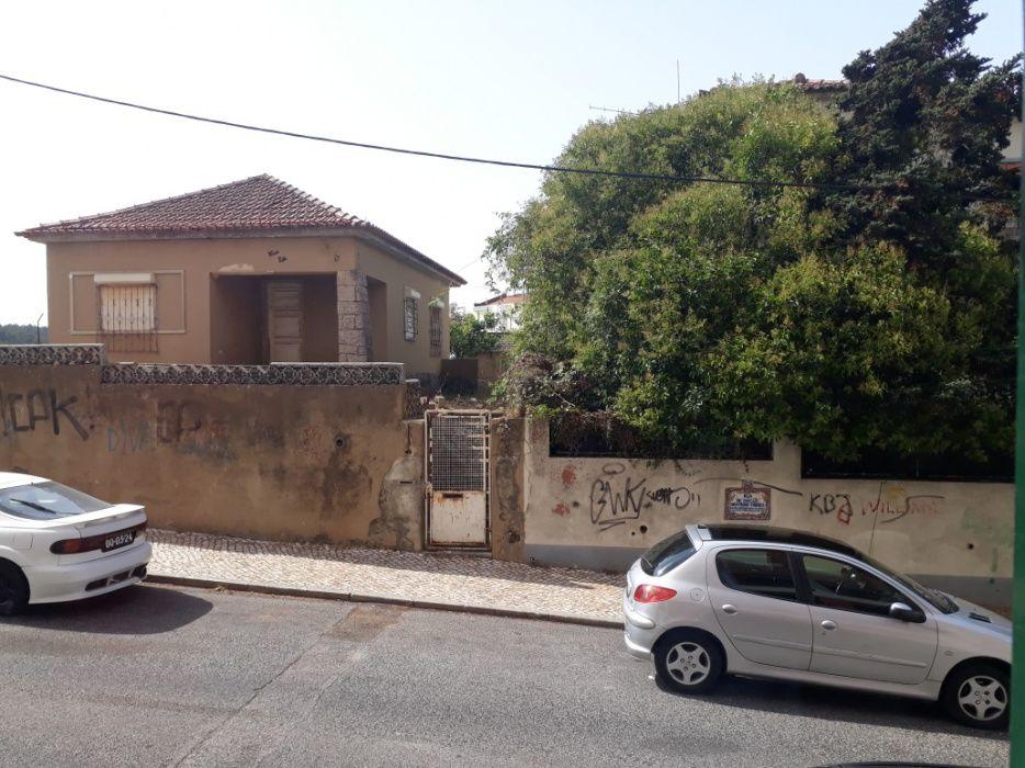 Três vivenda em Lisboa Rio do mouro com projecto de um prédio