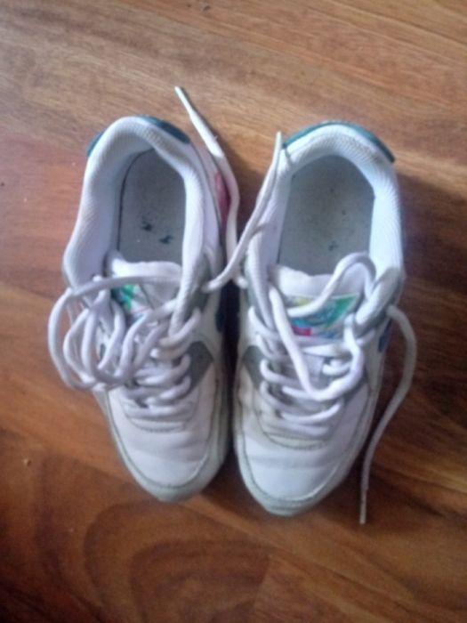 """Adidasi de fetite """"Nike""""in conditii bune"""