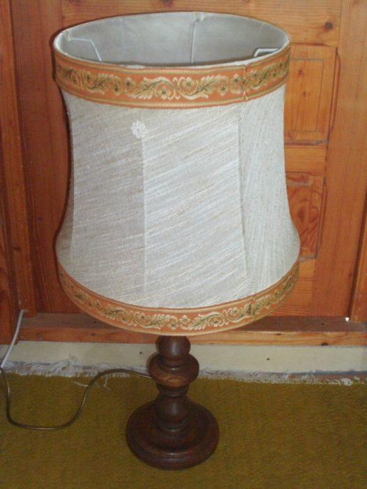 veioza inalta / lampadar cu picior din lemn