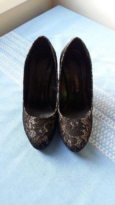 Продавам елегантни вечерни обувки