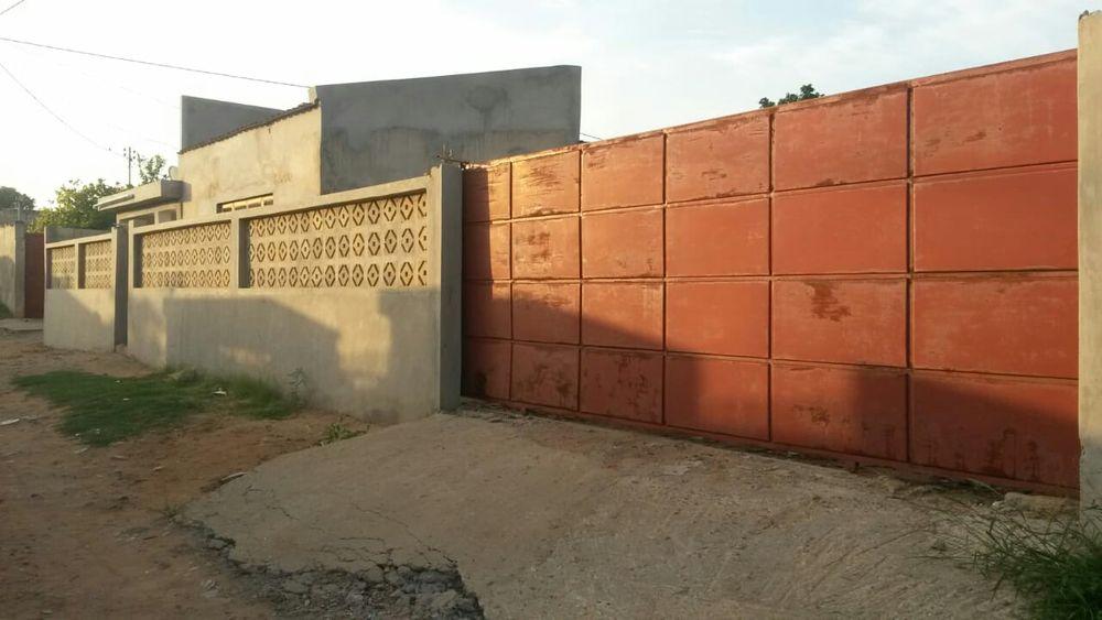 Vende-se Casa t2 Em Laulane Bem Localizado