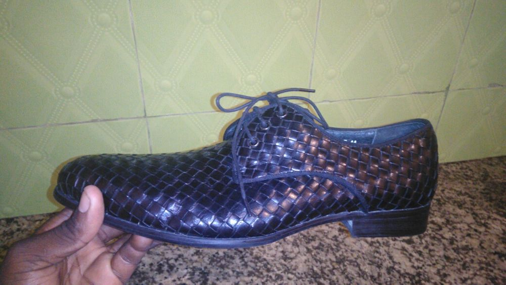 Vendo este sapato da bottega veneta italiano número 44 Semi novo 20mil