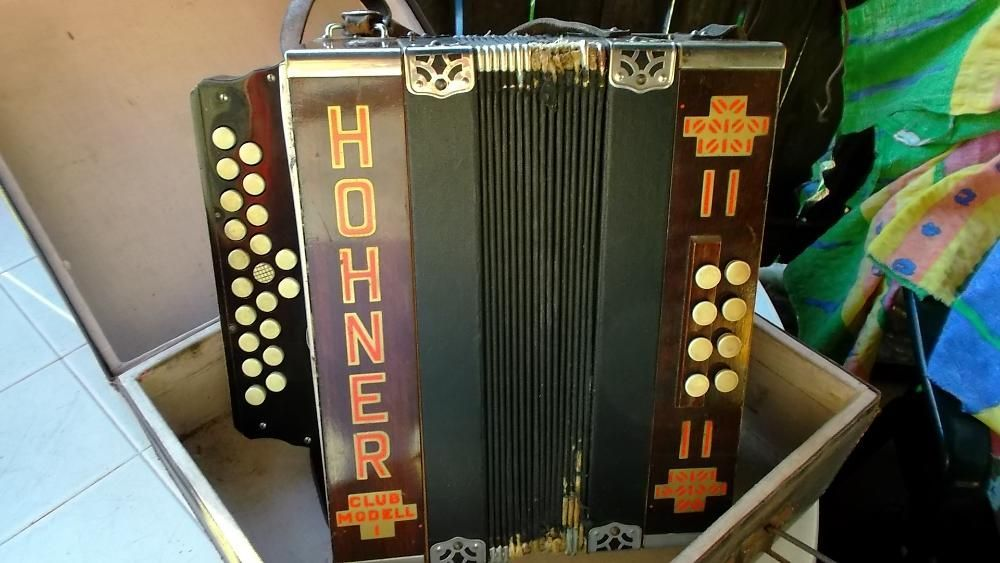 acordeon hohner club modell