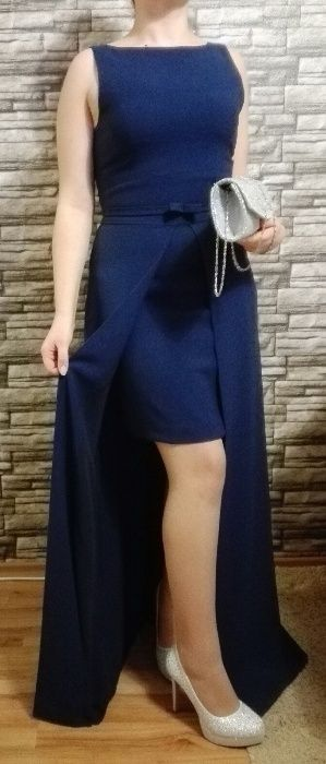 елегантна семпла рокля с изрязан гръб в син цвят
