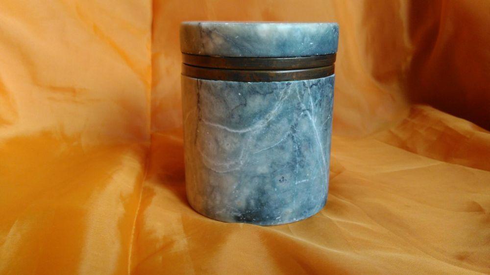 Vand veche cutie de cafea realizata din alabastru