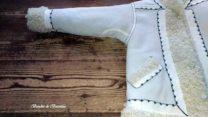 Cojoace si cojocele traditionale , lucrate din blana de oaie si miel