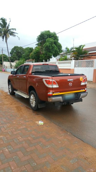 Mazda BT50 3.2 diesel 4x4 impecável Cidade de Matola - imagem 6