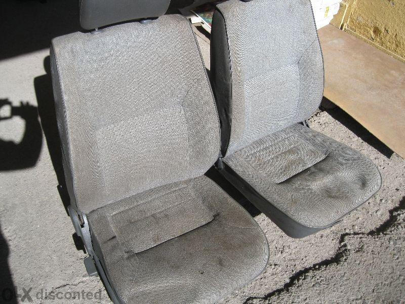 Продавам предни/задни седалки за Дайхатсу Фероза Daihatsu Feroza