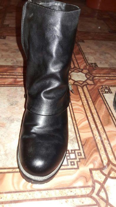 Продам зимнюю женскую обувь.