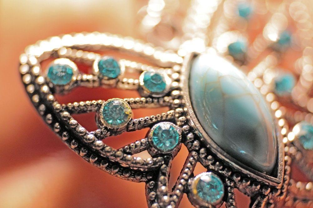 Set cercei si colier Fantezie, cu saculet organza, bijuterii, Martie