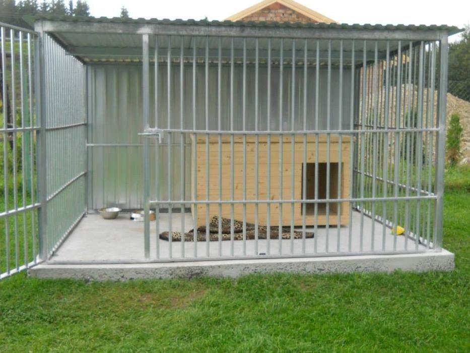 OFERTĂ: Țarc pentru câini de talie mică, de 2.5m lățime și 2m adâncime