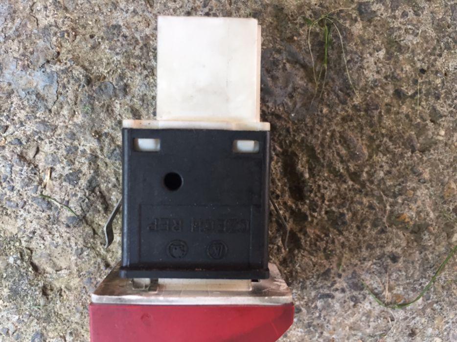 Releu/buton avarii octavia 2