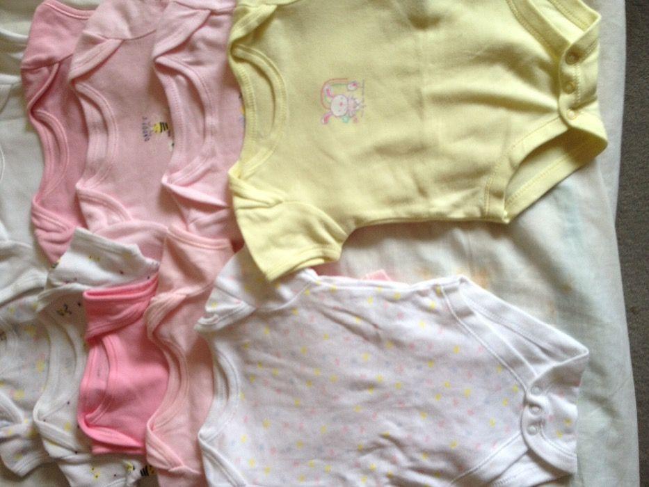 Дрешки за новородено и подаръци