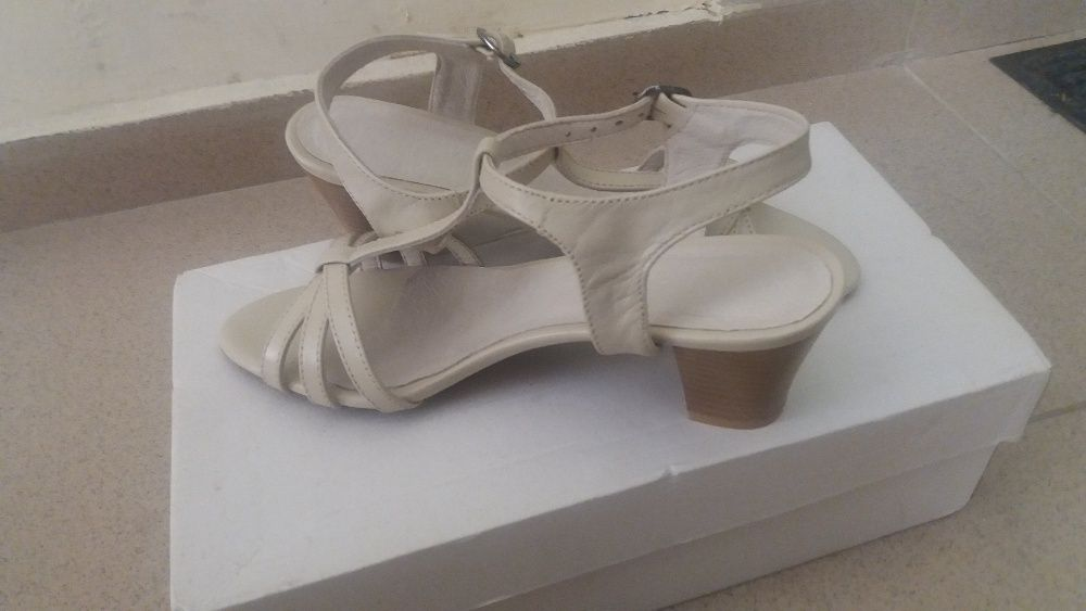 Дамски сандали от естествена кожа номер 37