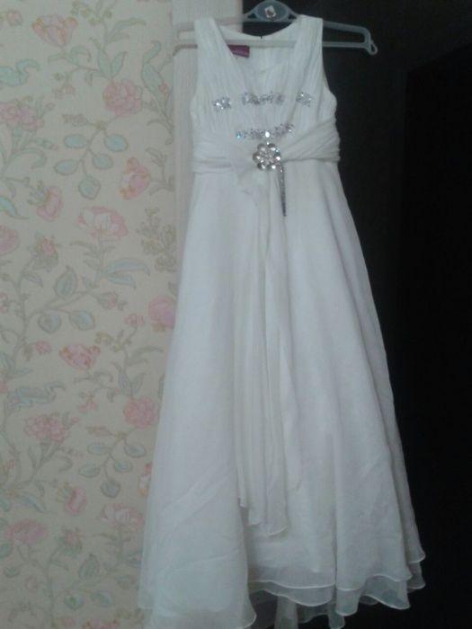 Продам платье для девочек.