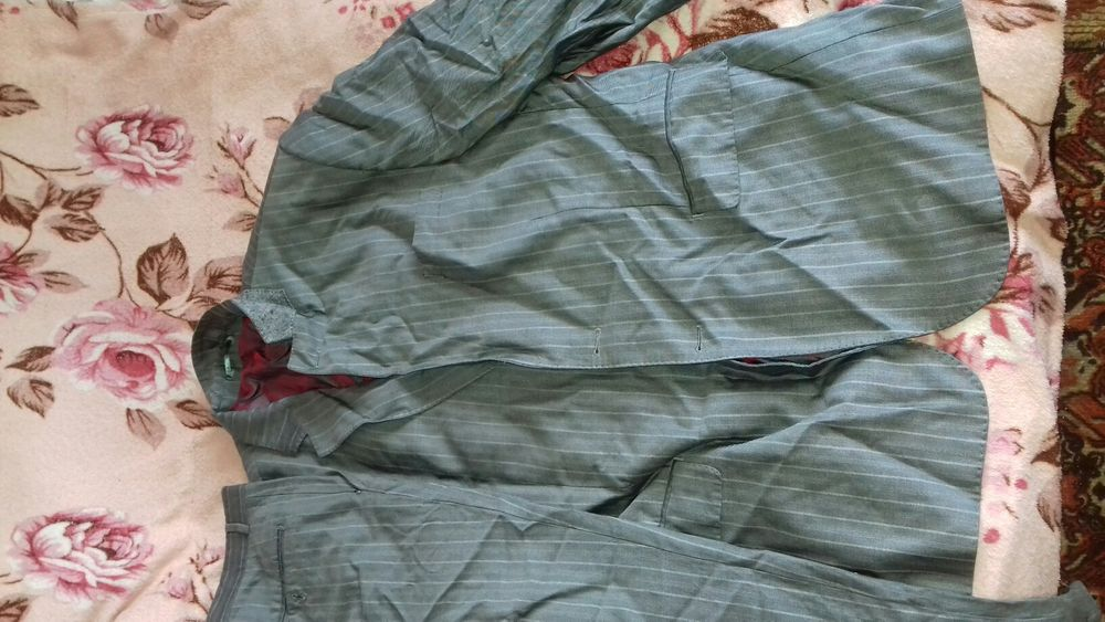 Продам мужской костюм размера примерно 56