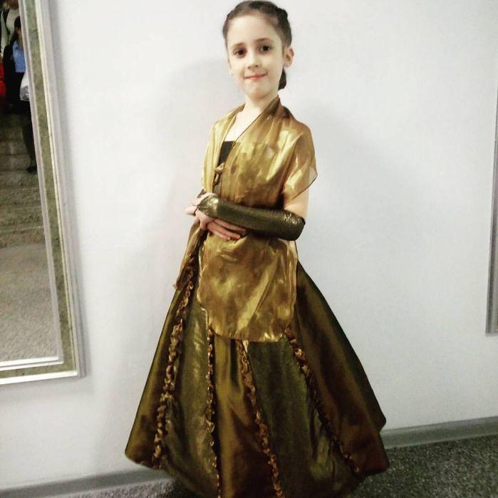 Красивое вечернее пышное платье на девочку. На рост 133-135 на 7-8 л