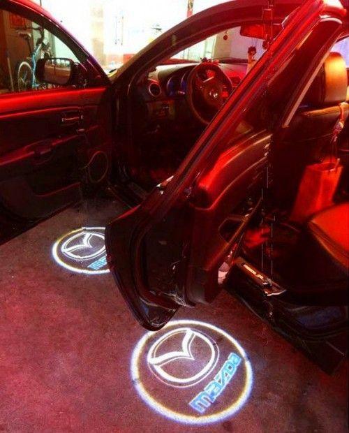 Proiector laser cu logo/marca Mazda pentru iluminat sub usa