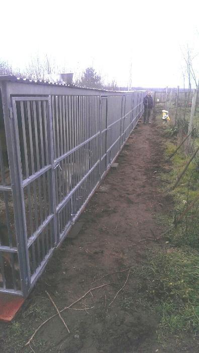 Ocazie: Șir de țarcuri pentru câini de talie medie