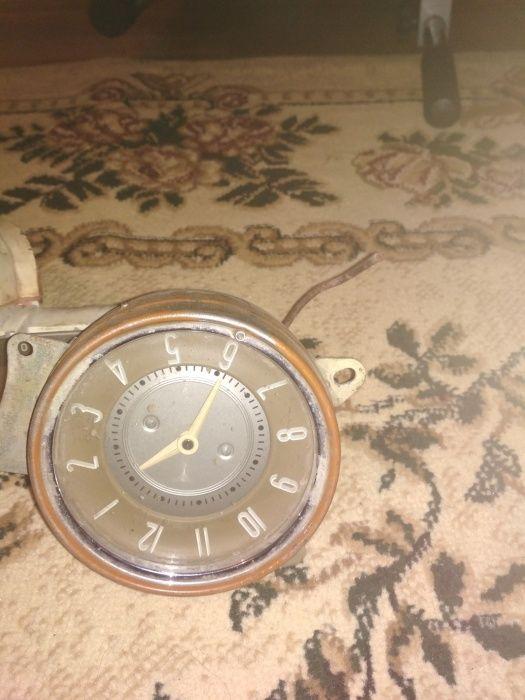 Продам спидометр и часы Газ21