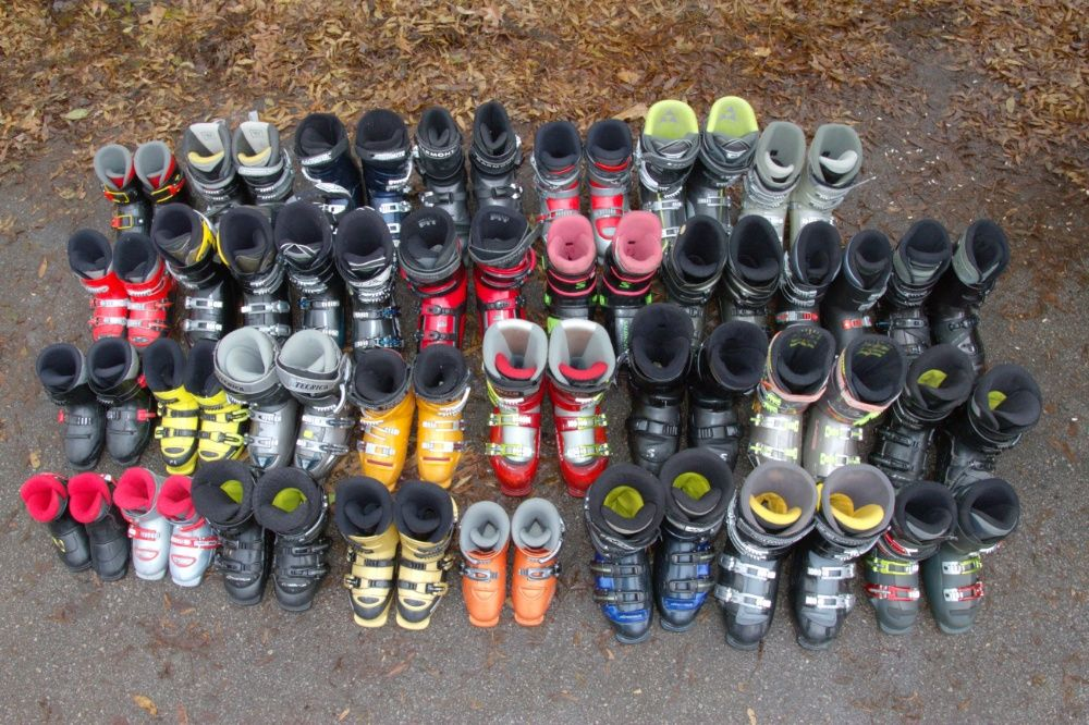 Ски, щеки, ски обувки, шапки, ръкавици, очила, маски, чорапи