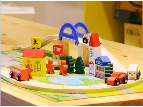 Детски дървен конструктор 40 части с релси,парк,надлез, дървени коли гр. Бургас - image 7