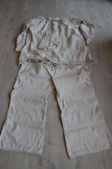 Costum popular vechi, stare impecabila, aproximativ XL