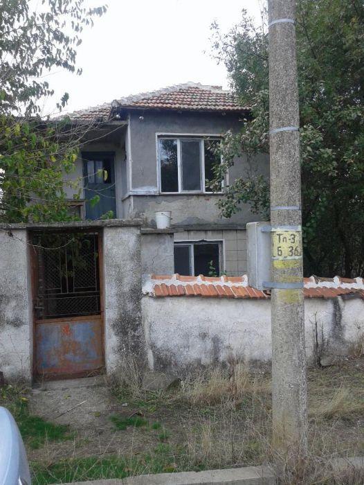 Двуетажна къща с.Войника