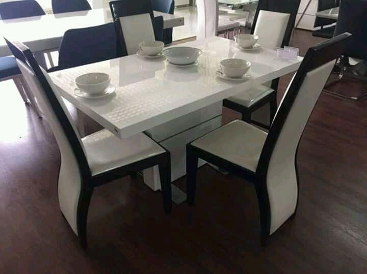 Mesa de 4 cadeiras há venda
