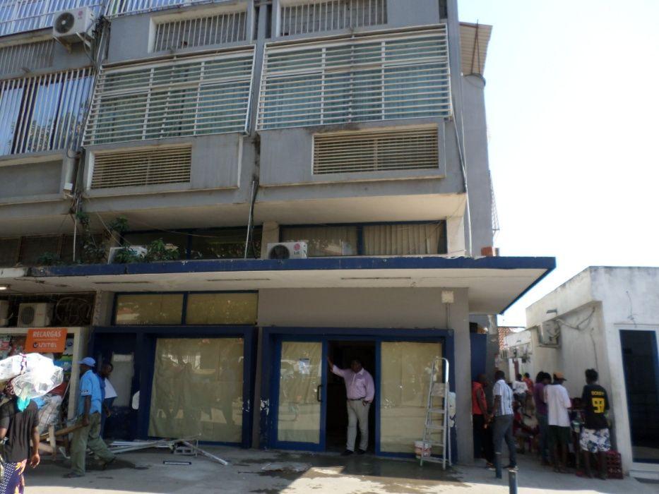 Agência bancária ou loja com sub-loja.