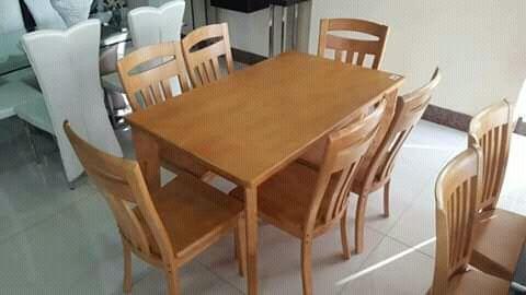 Mesa de madeira de 6 cadeiras
