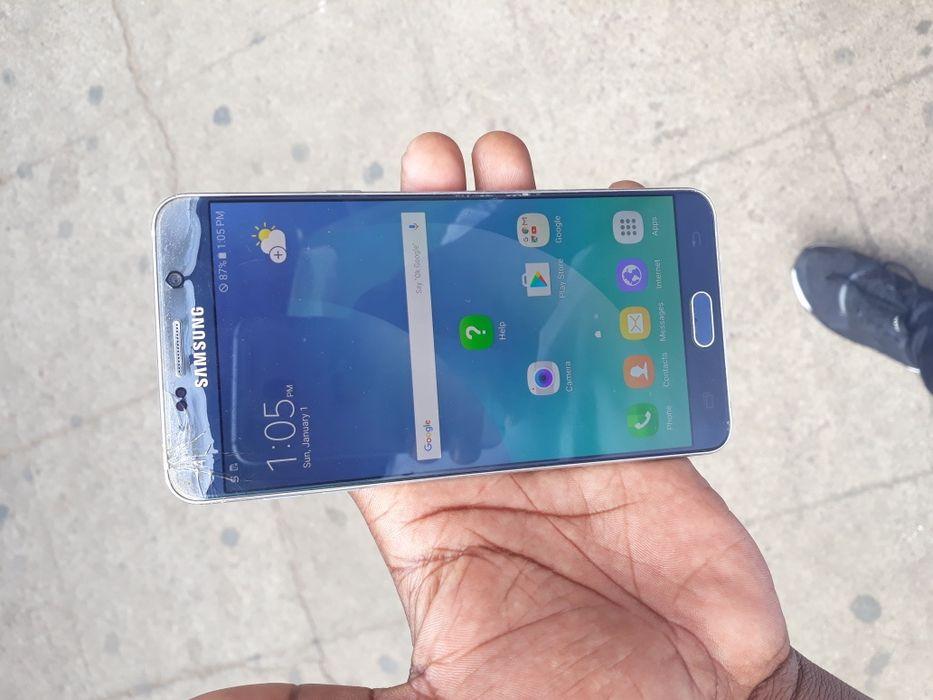Galaxy note5 com rachas qui nao impede em nada ha