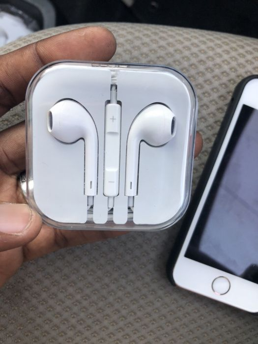Auriculares para iPhone com fio grosso