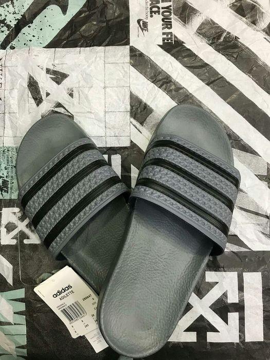 Vendo chinelos marca Adidas