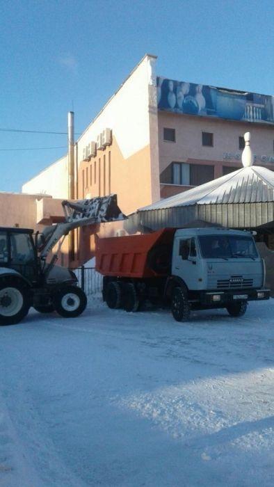 Вывоз снега. Уборка снега. Чистка крыш от снега. Погрузчик. Камаз
