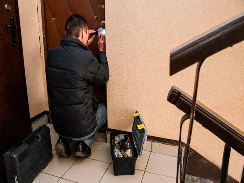 Аварийное вскрытие двери, профессиональная врезка и замена замков