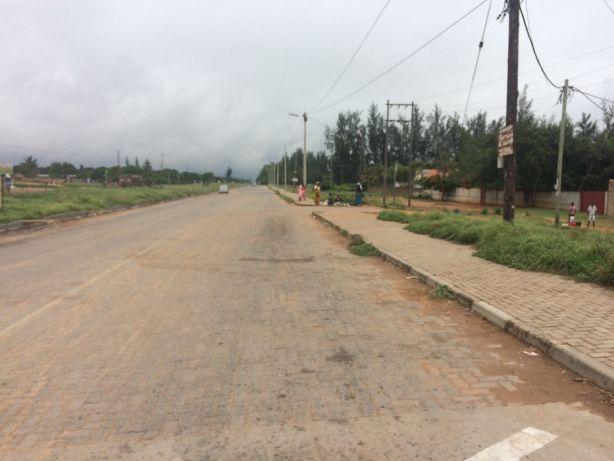 Ideal para Bombas de Combutivel em Romao 50*150 a aberma da estrada. Maputo - imagem 5