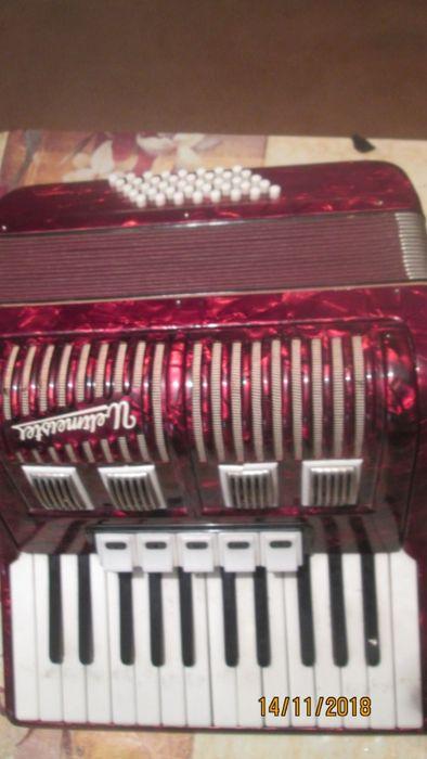+Продавам акордеон Велтмайстор 40 баса