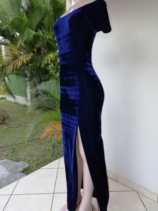Vendo vestido comprido azul veludo com racha