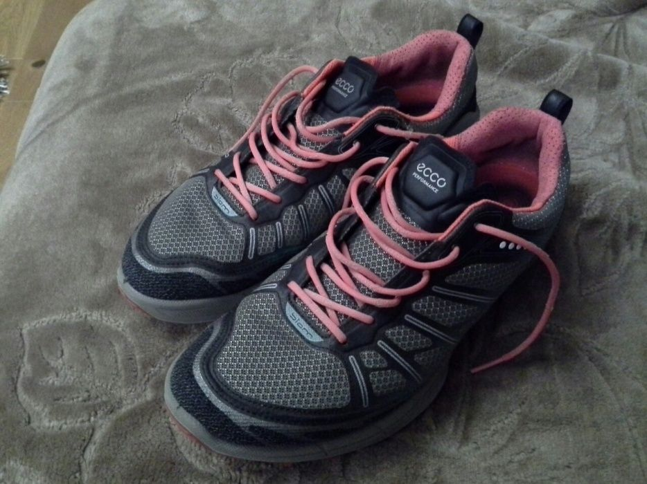 Vand pantofi sport Ecco Biom ,impecabili,nr 41,pentru copii