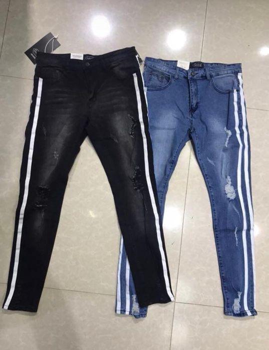 varias calças de qualidade