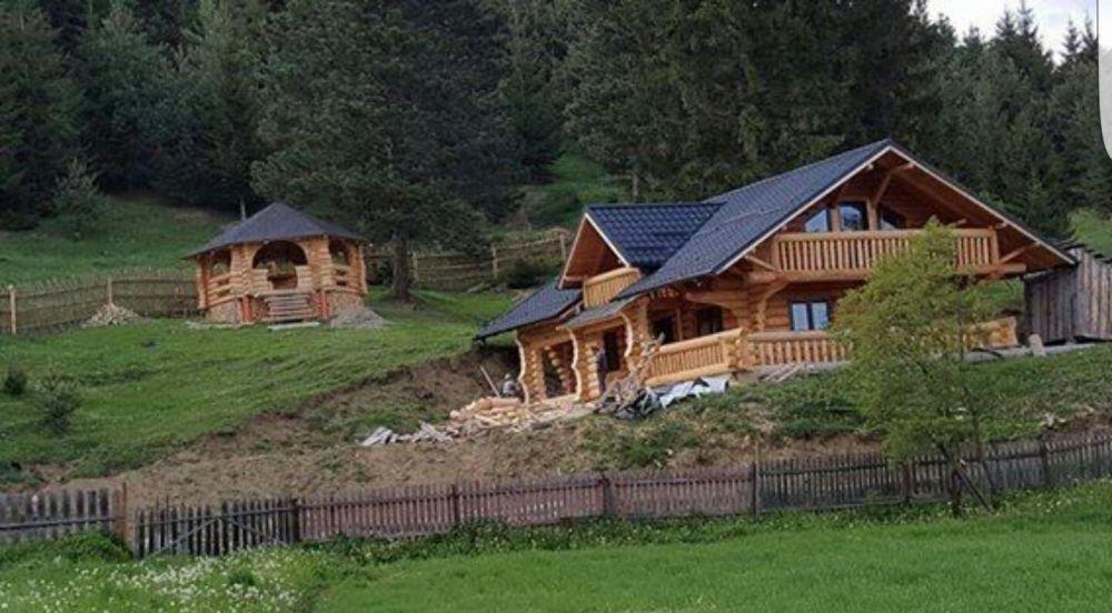 Case din lemn rotund,cabane din lemn,foisoare din lemn rotund bustean