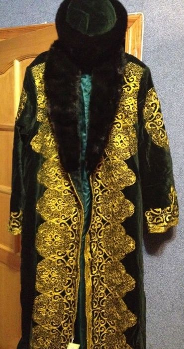 Казахский национальный халат шапан и шапка