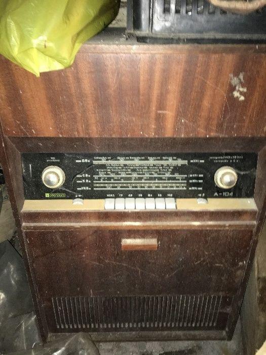 Старо радио с грамофон и 30 плочи