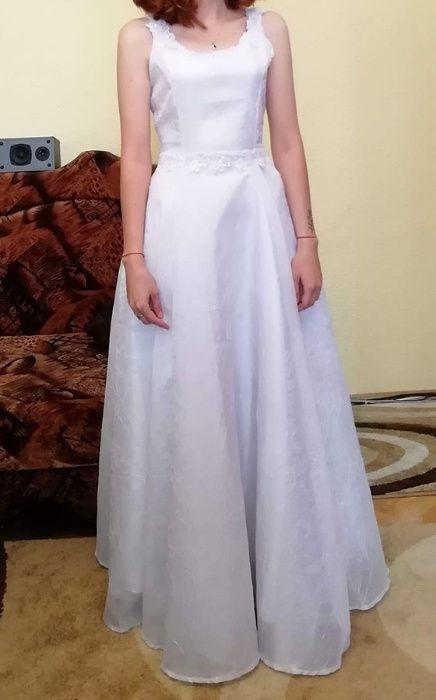 Vand rochie de mireasa facuta la comanda