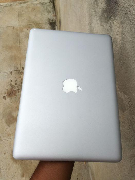 "Macbook intel core 2duo 500hd 4ram 2.5ghz tamanho 13.3"" teclado lumin"