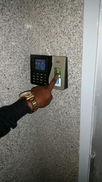 Relogio biometrico, controlo de acesso, livro de ponto, computador, tv