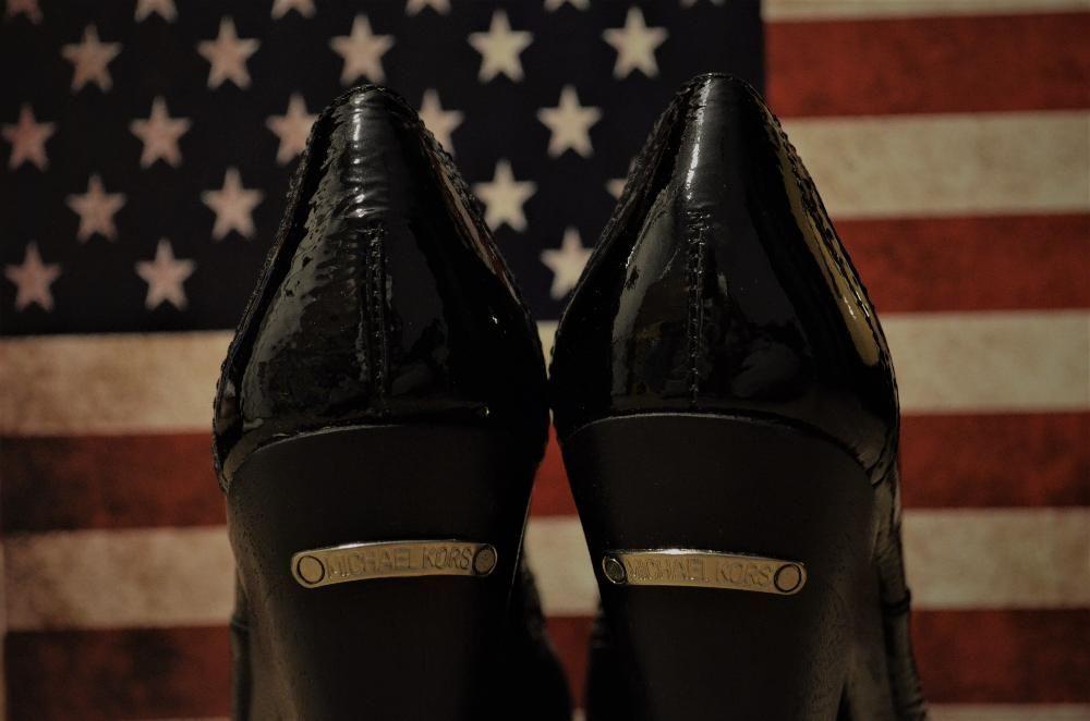 Pantofi Michael Kors NOI adusi de pe 5th Avenue, New York S.U.A.