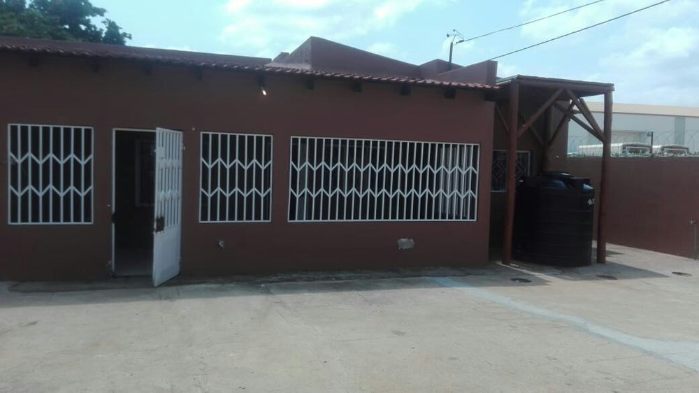 Vende-se casa tipo 2 na matola malhapswene a 3.000.000Mt ngc