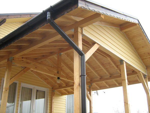 Изграждане на нови покриви/навеси и реставрация на стари